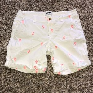 Old Navy White Short with Pink Anchors size 8